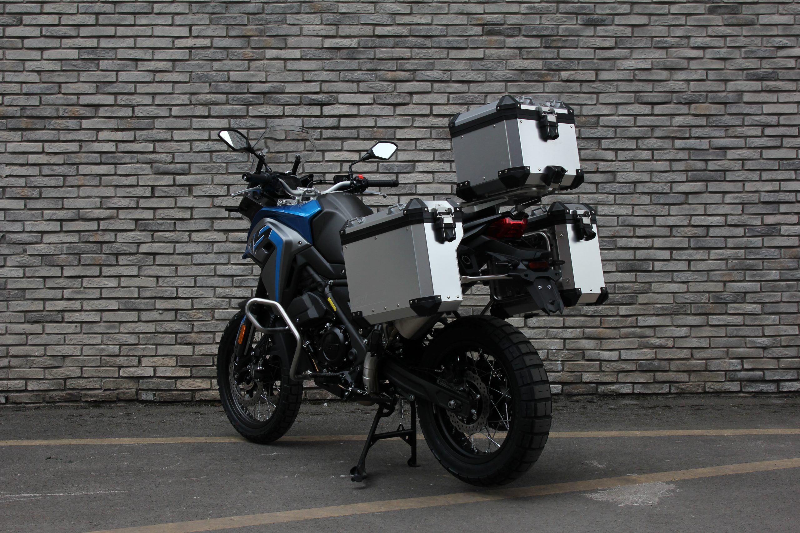 650DSX_azul_con_maletas_(8)